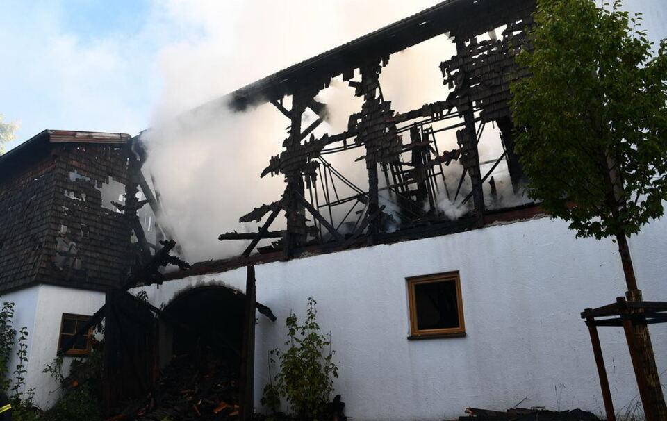 Löscharbeiten in Chieming dauern an - 200 Feuerwehrkräfte im Einsatz